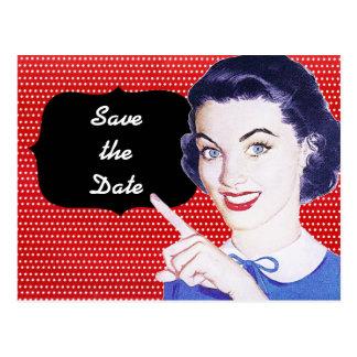 a mulher apontando dos anos 50 salvar a data cartão postal