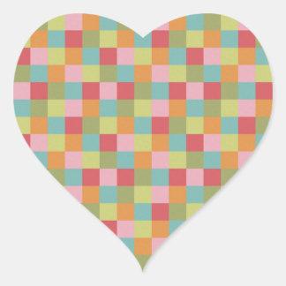 A multi edredão colorida dos azulejos esquadra a adesivo coração