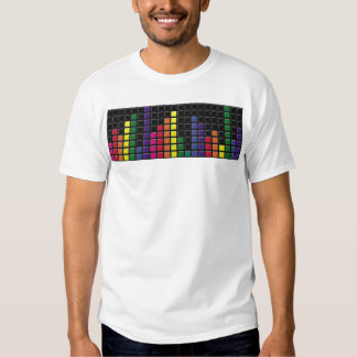 A música colorida nivela o tshirt esfarrapado