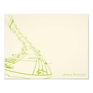A música nota o cartão de nota liso (o verde) convite 10.79 x 13.97cm