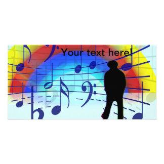 A música nota o fundo cartao com fotos