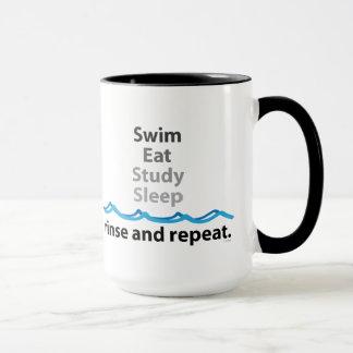 A natação come a caneca do sono do estudo