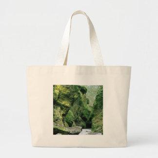A natureza balança o molde verde bolsa de lona
