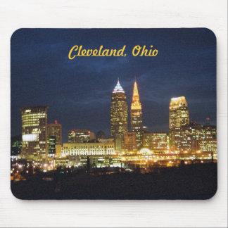 A noite de Cleveland, Ohio ilumina Mousepad