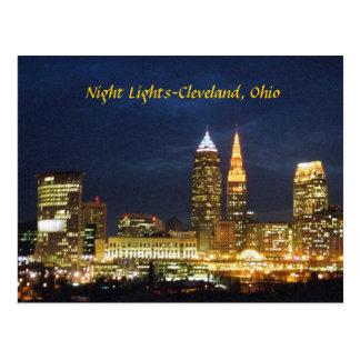 A noite ilumina o cartão de Cleveland Ohio
