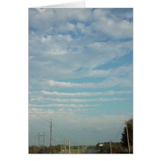a ondinha do céu azul nubla-se o cartão vazio