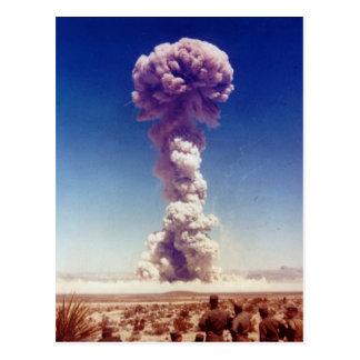 A operação de teste das armas nucleares cartão postal
