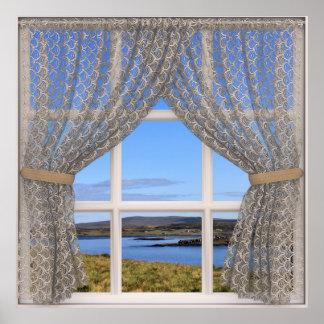A opinião bonito da janela com laço drapeja pôster