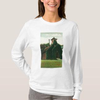 A opinião exterior a hera cobriu a capela, camiseta