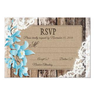 A orquídea azul floresce o cartão rústico do laço