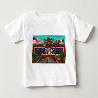 A parede camiseta para bebê