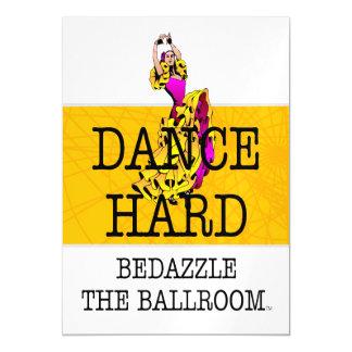 A PARTE SUPERIOR Bedazzle o salão de baile