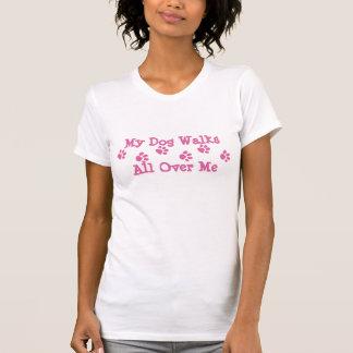 A pata cor-de-rosa imprime a roupa do animal de tshirts