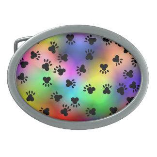 A pata do cão imprime a fivela de cinto