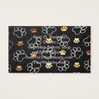 A pata do filhote de cachorro do cão imprime o cartão de visitas