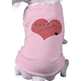 A pata do yorkshire terrier imprime o humor do cão roupa para pet