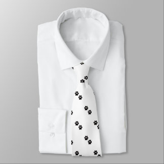 A pata imprime a gravata