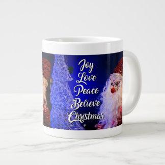 A paz do amor da alegria acredita o copo da caneca