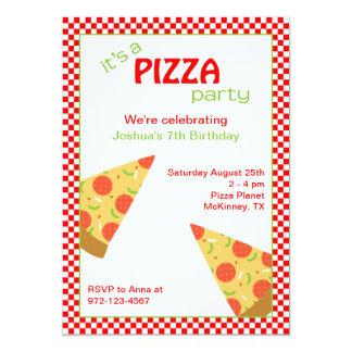 A pizza corta convites de festas