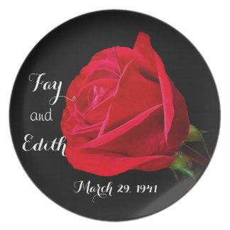 A placa cor-de-rosa do aniversário de casamento prato de festa