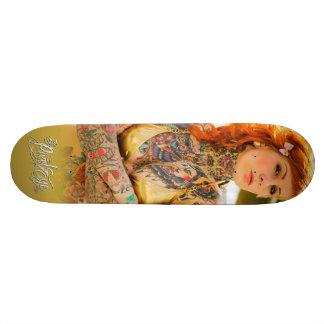 A plataforma do skate do ouro de Pixeleye - de