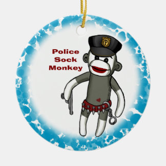 A polícia golpeia o ornamento redondo cerâmico