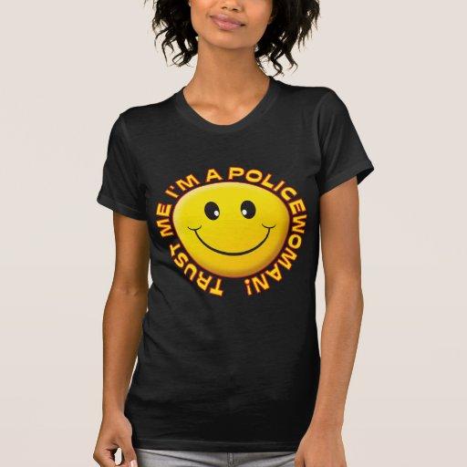 A policial confia-me sorriso camisetas