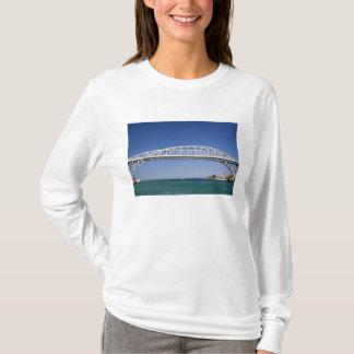 A ponte da água azul é uma ponte do gêmeo-período camiseta