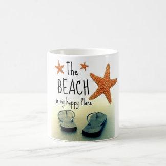 A praia é minha caneca feliz dos chinelos do lugar
