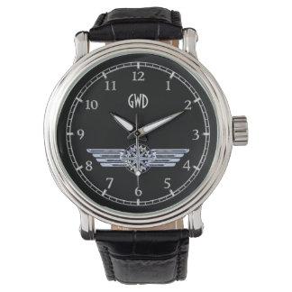A prata do piloto do ar do monograma voa o relógio