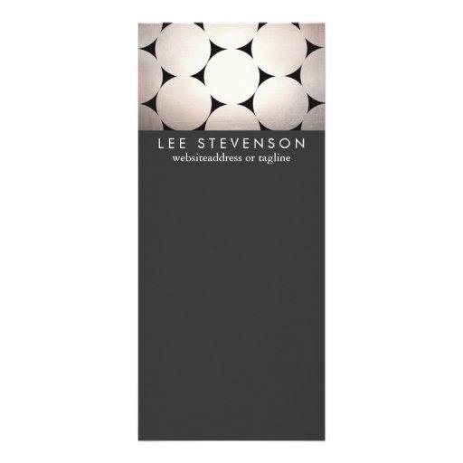 A prata elegante circunda o menu preto à moda do planfetos informativos coloridos