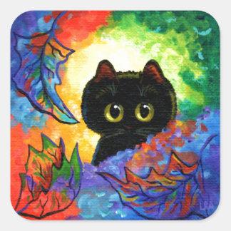 A queda bonito colorida do gato preto deixa adesivo quadrado