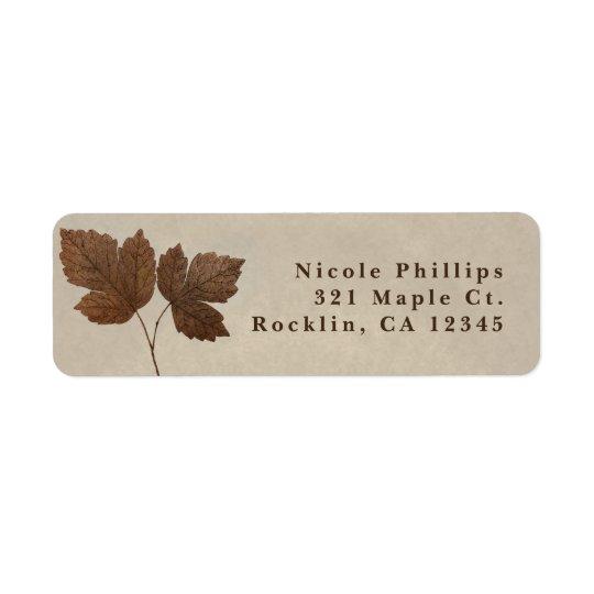 A queda minimalista da natureza deixa o convite etiqueta endereço de retorno