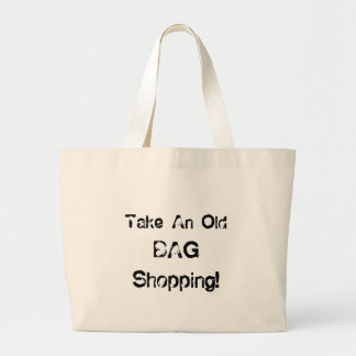A sacola engraçada toma uma compra do saco velho bolsa