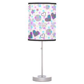 A sala da menina da lâmpada de mesa