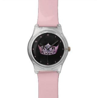 A senhorita América cora coroa relógio cor-de-rosa
