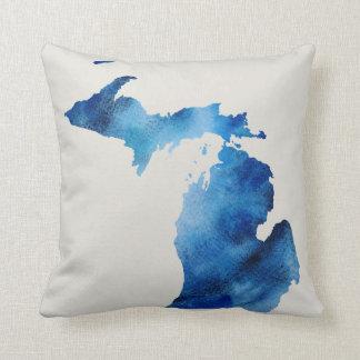 A silhueta azul | de Michigan da aguarela Almofada