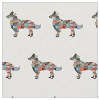 A silhueta do cão de border collie telhou o tecido