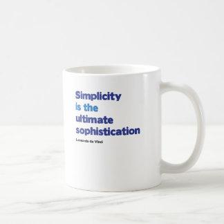 A simplicidade é a sofisticação final caneca de café