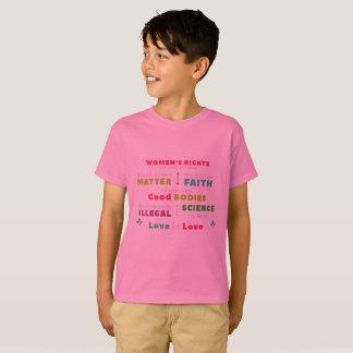 A solidariedade caçoa a camisa de T