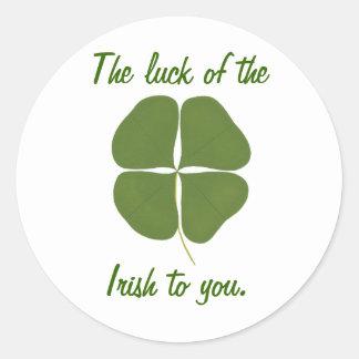 A sorte do irlandês a você, etiquetas do trevo adesivo em formato redondo