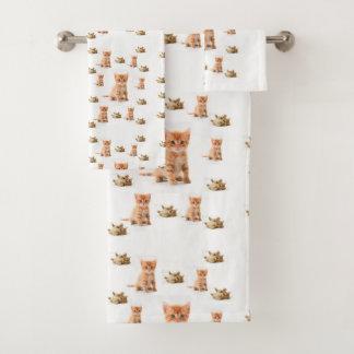 A toalha do banheiro ajusta gatos