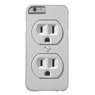 A tomada elétrica obstrui dentro capa barely there para iPhone 6
