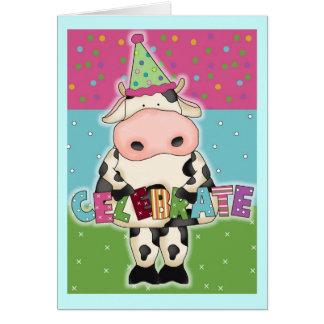A vaca santamente comemora o cartão de aniversário