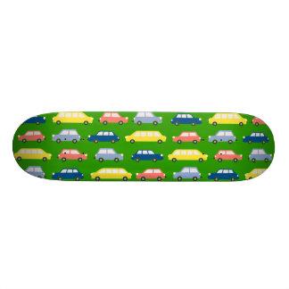 A velocidade verde-clara gosta do skate do carro