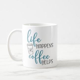 A vida acontece ajudas do café - caneca de café