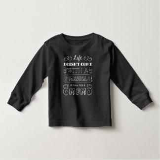 A vida de inspiração e a mãe citam a camisa da
