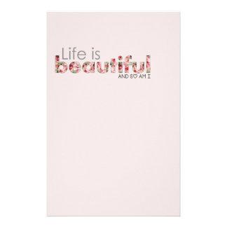 A vida é bonita. e sou assim eu:) papelaria