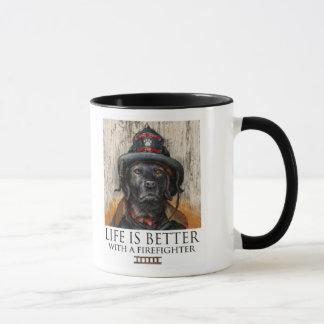 A vida é melhor com um sapador-bombeiro - Labrador Caneca