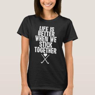 A vida é melhor quando nós colamos junto o t-shirt camiseta
